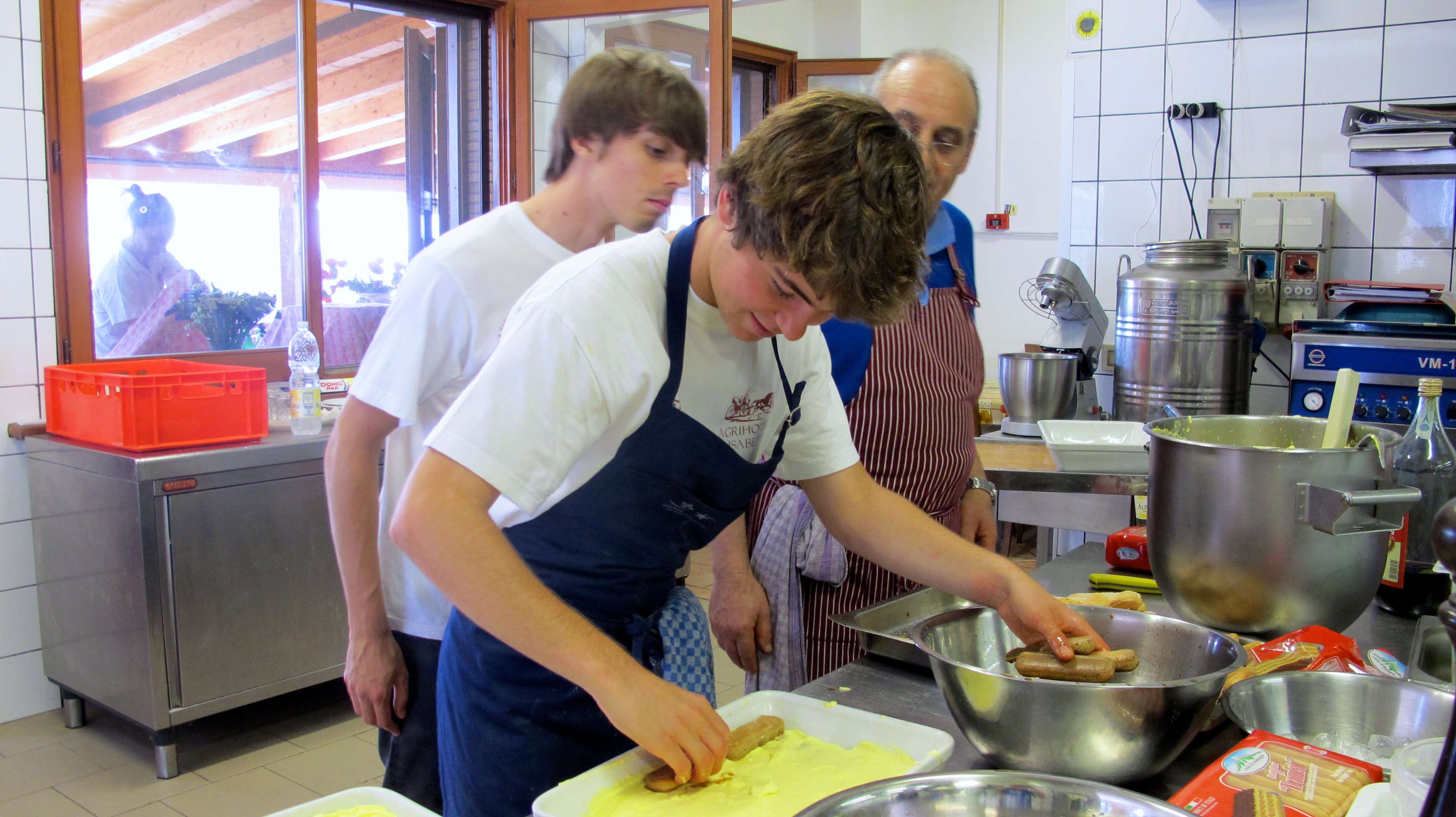My friend, Léon, and Sou Chef, Matteo, watch as I prepare the tiramisú.