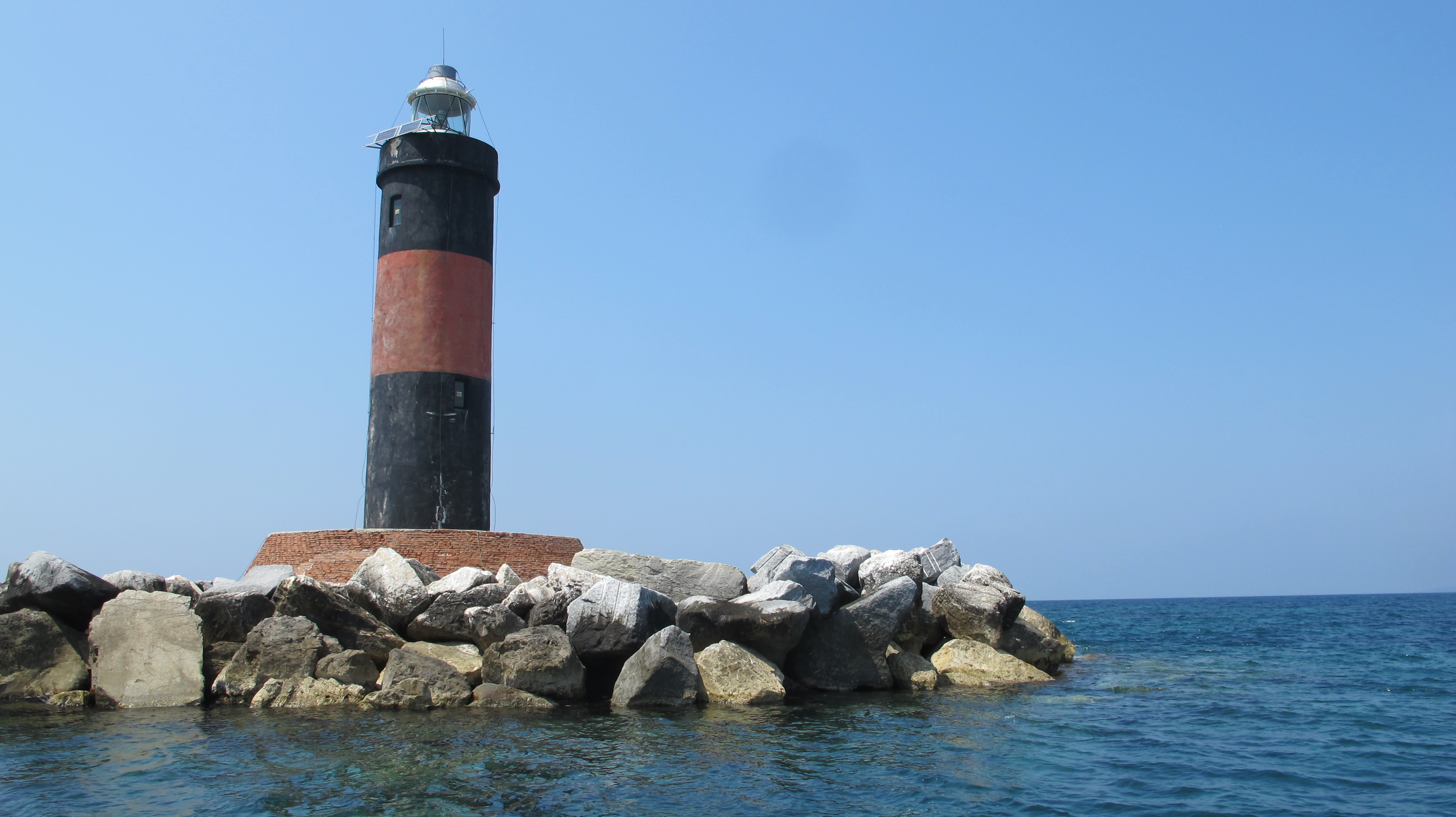 A little ways off the beach is a lighthouse that Léon, Leonardo, and I visited by boat one day.