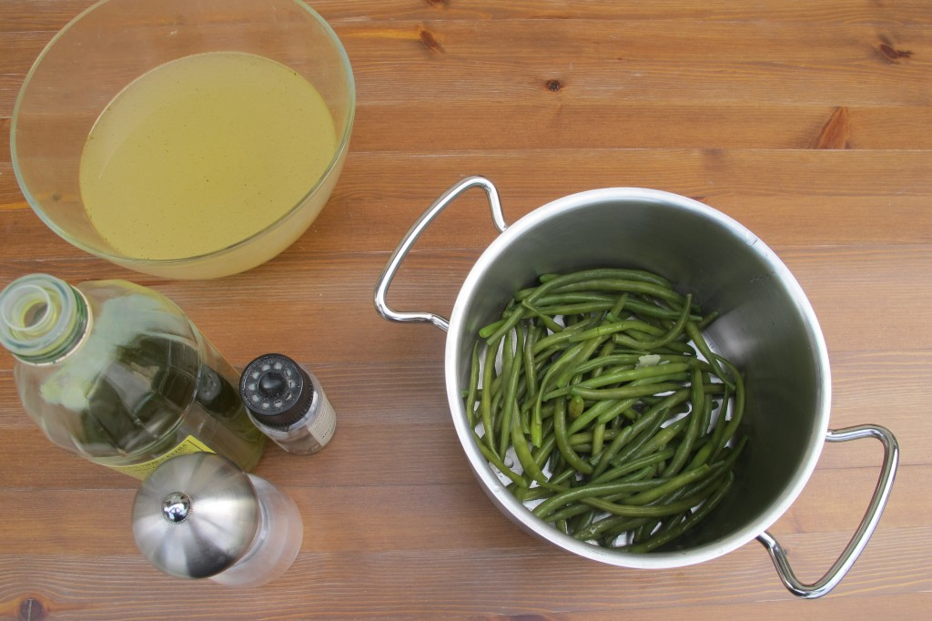 Main ingredients for green bean puree.