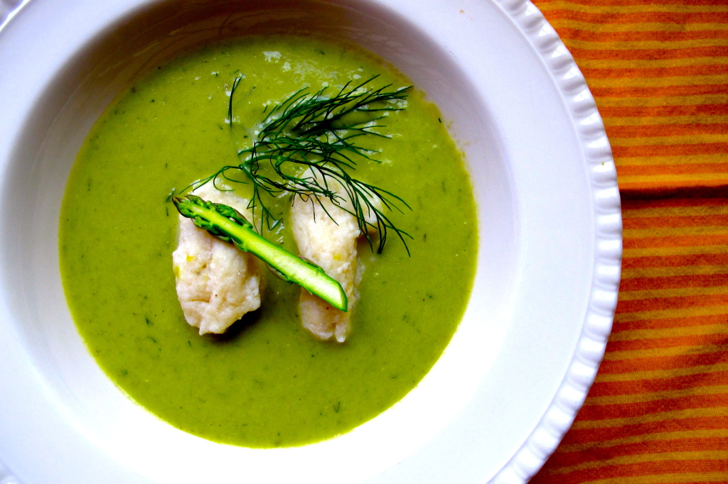 For this crema di asparagi (cream of asparagus), I kept asparagus tips aside to garnish the dish later on.